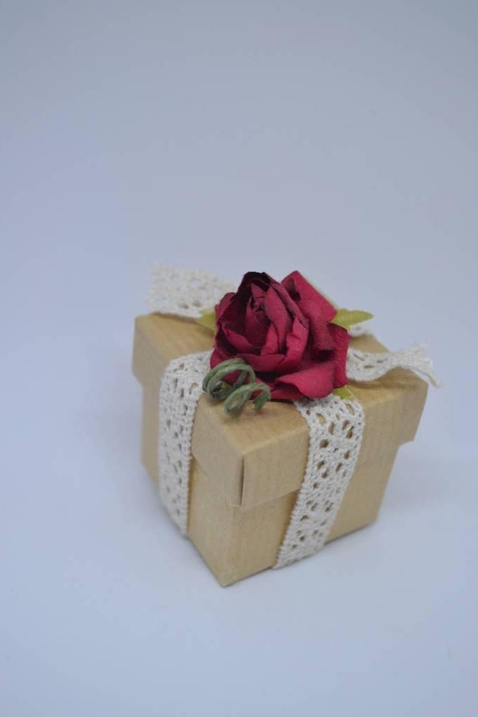 mini cube à dragée vintage rose rouge et dentelle festival de la dragée